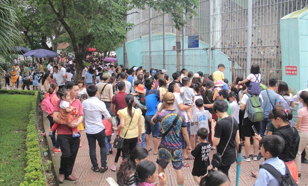 Hà Nội: Các khu vui chơi đông nghẹt dịp nghỉ lễ